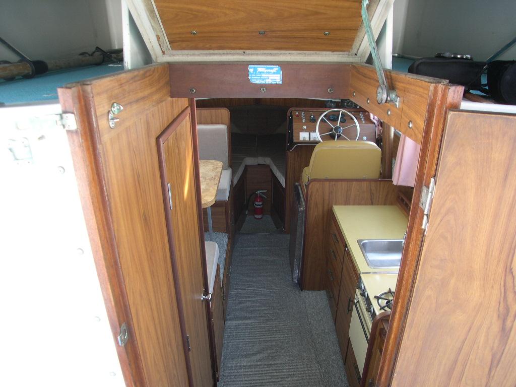 26 Tollycraft Sedan For Sale